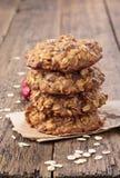 Cookies de farinha de aveia da compota de maçã com arandos secados Vista superior imagem de stock royalty free
