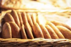 Cookies de farinha de aveia frescas na loja para a venda fotografia de stock