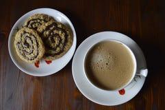 Cookies de farinha de aveia caseiros com café Imagem de Stock Royalty Free