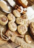 Cookies de farinha de aveia caseiros com canela foto de stock royalty free