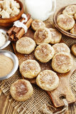 Cookies de farinha de aveia caseiros com canela fotografia de stock