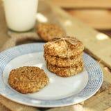 Cookies de farinha de aveia caseiros na placa Foto de Stock