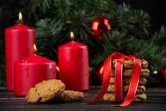 Cookies de farinha de aveia com decoração do Natal Foto de Stock