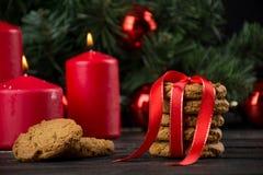 Cookies de farinha de aveia com decoração do Natal Imagem de Stock Royalty Free