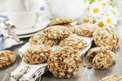 Cookies de farinha de aveia com passas foto de stock