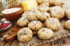 Cookies de farinha de aveia de sal com queijo e pimenta imagem de stock royalty free