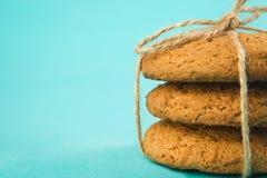Cookies de farinha de aveia recentemente cozidas friáveis Imagens de Stock Royalty Free