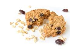Cookies de passa da farinha de aveia no fundo branco Imagem de Stock Royalty Free