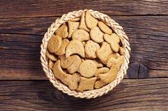 Cookies decorativas na bacia Fotografia de Stock