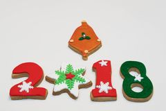 Cookies 2018 do ano novo do Natal no fundo branco Foto de Stock