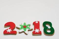 Cookies 2018 do ano novo do Natal no fundo branco isolado Imagens de Stock