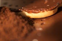 Cookies do café à terra e dos pedaços de chocolate Fotos de Stock
