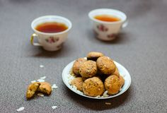 Cookies do chocolate e do amendoim na placa Foto de Stock