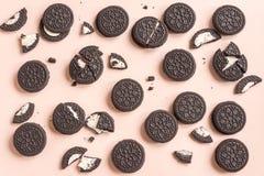 Cookies do chocolate e do creme de Oreo imagem de stock royalty free