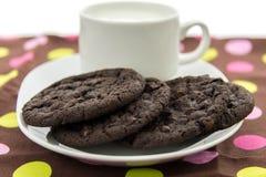Cookies do chocolate e vidro do leite Imagem de Stock Royalty Free