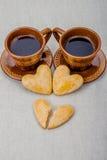 Cookies do coração quebrado em um fundo cinzento Foto de Stock Royalty Free