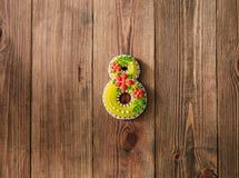 Cookies do feriado que congelam o fundo de madeira do dia de oito mães imagem de stock