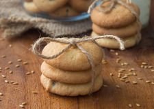 Cookies do Flaxseed com passas Fotografia de Stock