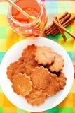 Cookies do mel com canela Fotografia de Stock Royalty Free