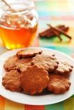Cookies do mel com canela Imagens de Stock