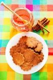 Cookies do mel com canela Fotografia de Stock