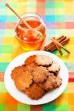 Cookies do mel com canela Fotos de Stock Royalty Free