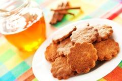 Cookies do mel com canela Imagem de Stock Royalty Free