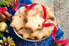 Cookies do Natal do pão-de-espécie Imagens de Stock