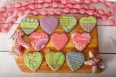 Cookies do Natal e brinquedos retros feitos a mão Fotografia de Stock Royalty Free