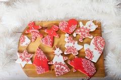 Cookies do Natal e brinquedos retros feitos a mão Fotos de Stock