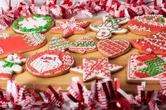 Cookies do Natal e brinquedos retros feitos a mão Imagem de Stock