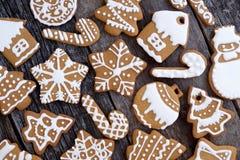 Cookies do Natal em uma tabela de madeira Imagem de Stock Royalty Free