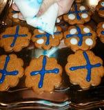 Cookies do pão-de-espécie com cores finlandesas Fotos de Stock