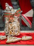 Cookies do pão-de-espécie do Natal no frasco de vidro Imagem de Stock Royalty Free