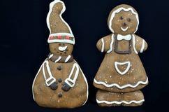 Cookies do pão-de-espécie, isoladas no preto imagens de stock royalty free