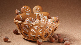 Cookies do pão-de-espécie na cesta Imagem de Stock Royalty Free