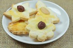 Cookies do pão-de-espécie na lona Imagens de Stock