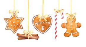 Cookies do pão-de-espécie do Natal, bastão de doces e varas de canela pendurando a beira em um fundo branco ilustração royalty free