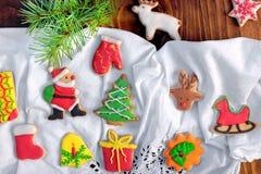 Cookies doces do Natal pelo tempo do Natal Imagem de Stock