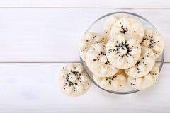 Cookies doces persas dadas forma flor Naan Berenji do arroz com PNF fotografia de stock royalty free