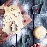 Cookies dos anjos do Natal da massa Imagens de Stock