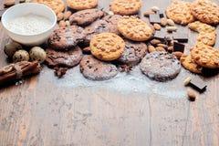 Cookies dos pedaços de chocolate, cookies do amendoim foto de stock royalty free
