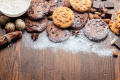 Cookies dos pedaços de chocolate, cookies do amendoim imagem de stock royalty free