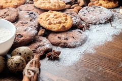 Cookies dos pedaços de chocolate e cookies do amendoim Imagem de Stock Royalty Free