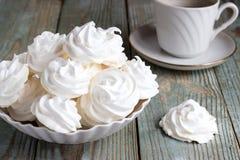 Cookies e café da merengue Fotografia de Stock Royalty Free