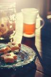 Cookies e chá na luz da manhã Imagens de Stock Royalty Free