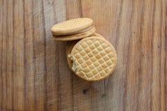 Cookies em um fundo de madeira Imagem de Stock Royalty Free