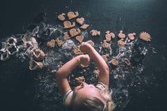 Cookies em um worktop Foto de Stock Royalty Free
