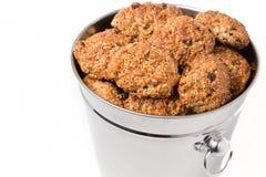 Cookies em uma cubeta de prata Foto de Stock