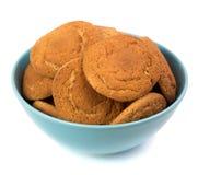 Cookies em uma placa no branco Fotos de Stock